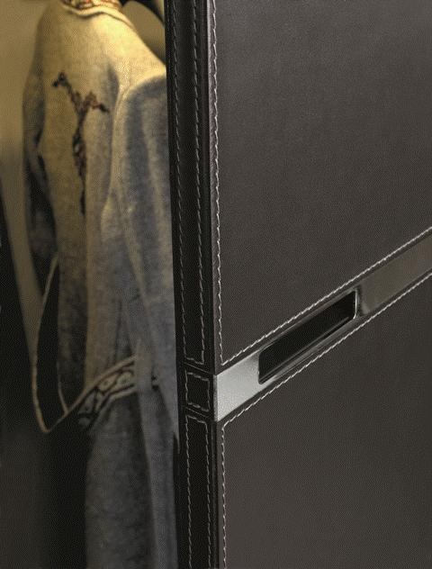 POLIFORM: detail of the handle of the Senzafine Bangkok wardrobe