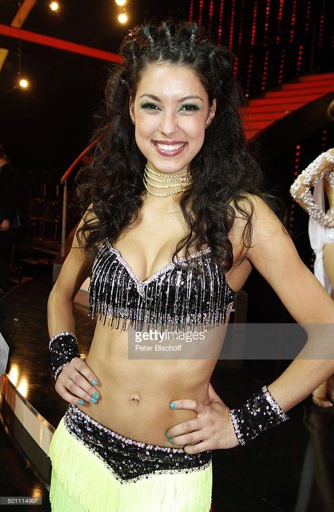 Rebecca Mir (Zweite der 6. Staffel der PRO7-Show 'Germany's Next Topmodel'), 2. Show der 5. Staffel der RTL-Tanzshow 'Let's Dance', Köln, Nordrhein-Westfalen, Deutschland, Europa, Auftritt, Bühne, Show, Kostüm, sexy, bauchfrei, Kette, Halskette, Schmuck, 100178, Promi, BB, FTP; P.-Nr.: 407/2012, ;