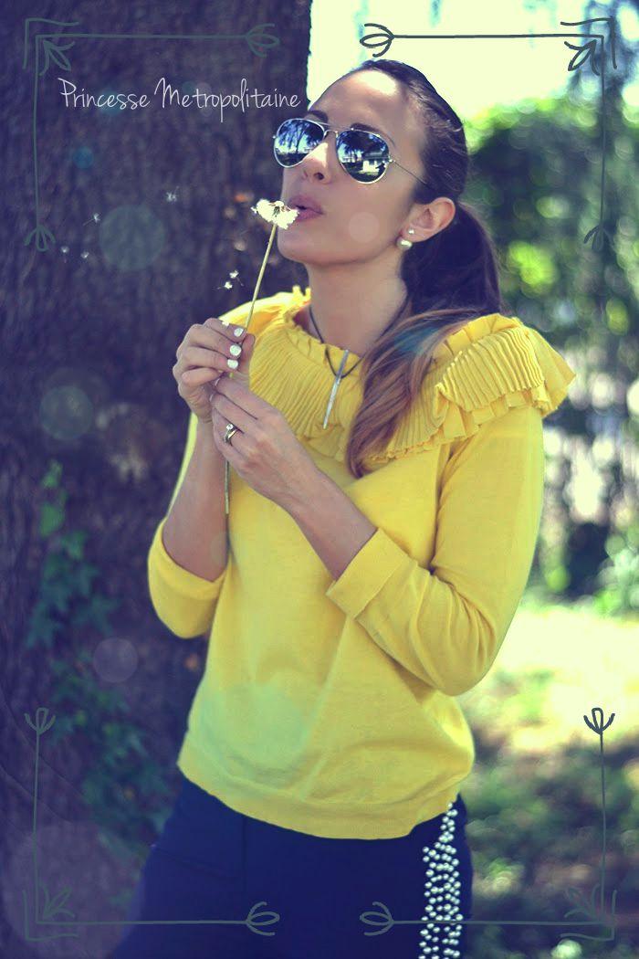 Cosa indossa una principessa nel suo tempo libero?la risposta l'abbiamo trovata nel post scritto dalla blogger Elisa Zanetti nel suo blog....leggete cosa scrive e diteci se non siete assolutamente d'accordo con lei....un look fresco e facile, che però vi donerà quell'allure chic ed elegante che solo le vere donne mantengono in ogni occasione! #princessemetropolitaine #springsummer #collection #namelessfashionblog #elisazanetti #casual #blue #yellow #superstar