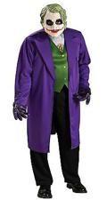 """""""Why so serious?"""", """"Why not?"""" würde wohl Borat antworten. Dieses Joker Kostüm lässt dich in einen der faszinierendsten Fieslinge der Filmgeschichte schlüpfe"""