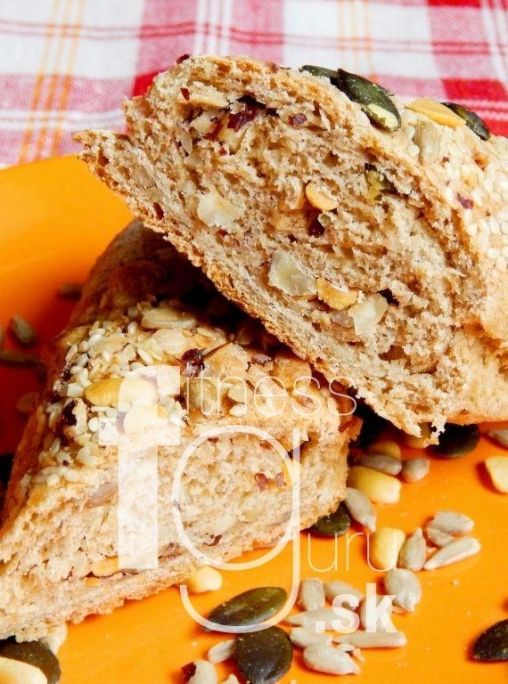 Plnené orechovo-semienkové pečivo