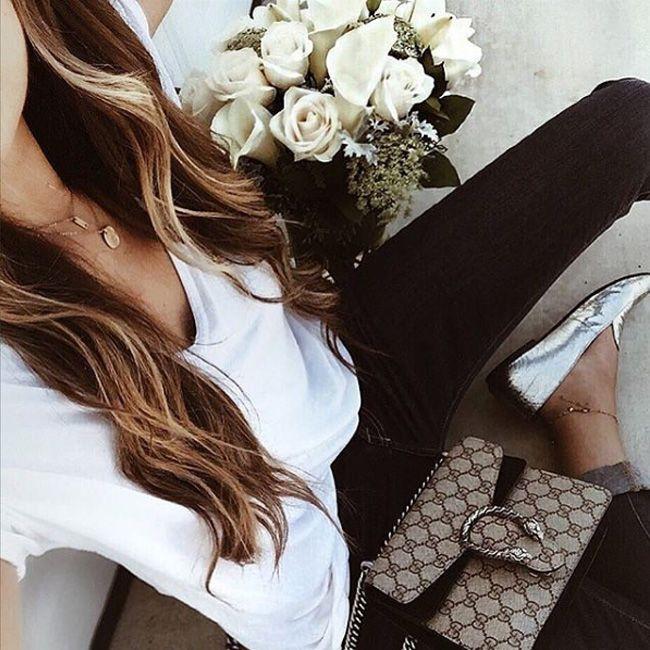 Наш вариант школьной формы 1 сентября. Мам школьников. Ничего не можем с этим поделать – мы любим джинсы за их стиль и комфорт. #fashionable #outfitidea: #stylish #skinny #jeans & #white #blouse are perfect for #chic