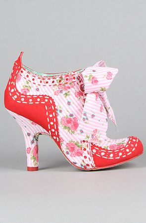 OMG THESE ARE SO ME! MARIE ANTOINETTE STYLE!!!!