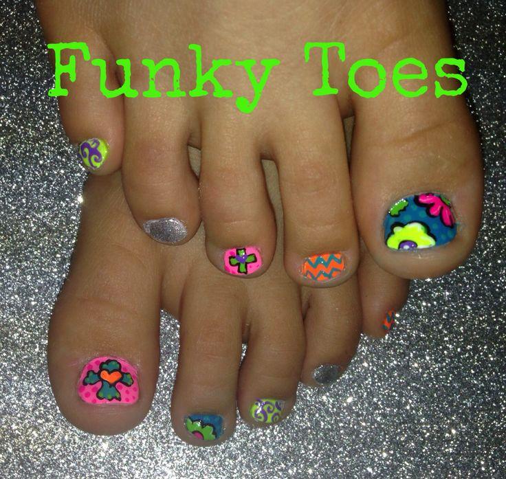 21 lovely Funky Toe Nail Designs – ledufa.com