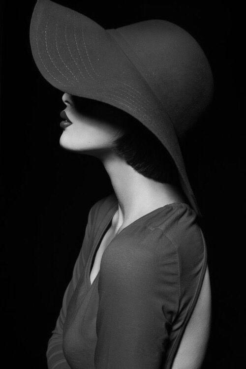 Coloro che ti odiano, sono ammiratori segreti che non riescono a capire perche' tanta gente ti ama. (Paulo Coelho)   Condividi sul diario