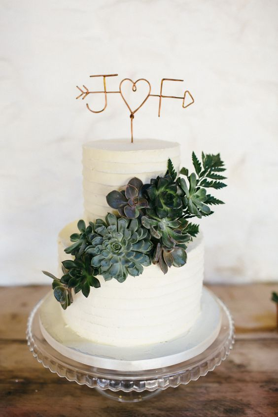 wedding cake with succulent and copper opper ❤️ #greenerywedding #goldwedding #copperwedding #vintagewedding #weddingcolors #weddingideas http://www.deerpearlflowers.com/copper-and-greenery-wedding-color-ideas/