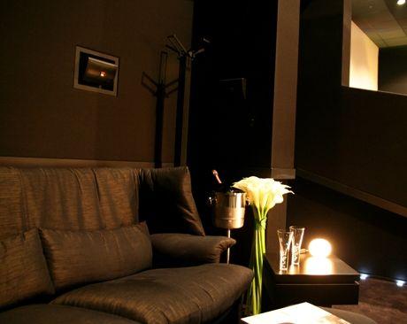 プラチナシートはカッシーナ・イクスシー社が手がけた劇場用のソファーでゆったり鑑賞。新宿ピカデリーのおすすめ