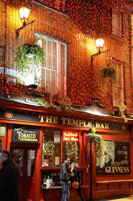 Le célèbre Temple Bar de Dublin ! __ http://www.wee-go.com/sejour-linguistique/dublin