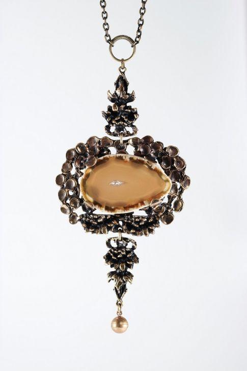 Pentti Sarpaneva, vintage bronze necklace with a large agate stone slice, 1970's. #Finland | NordlingsAntik.com