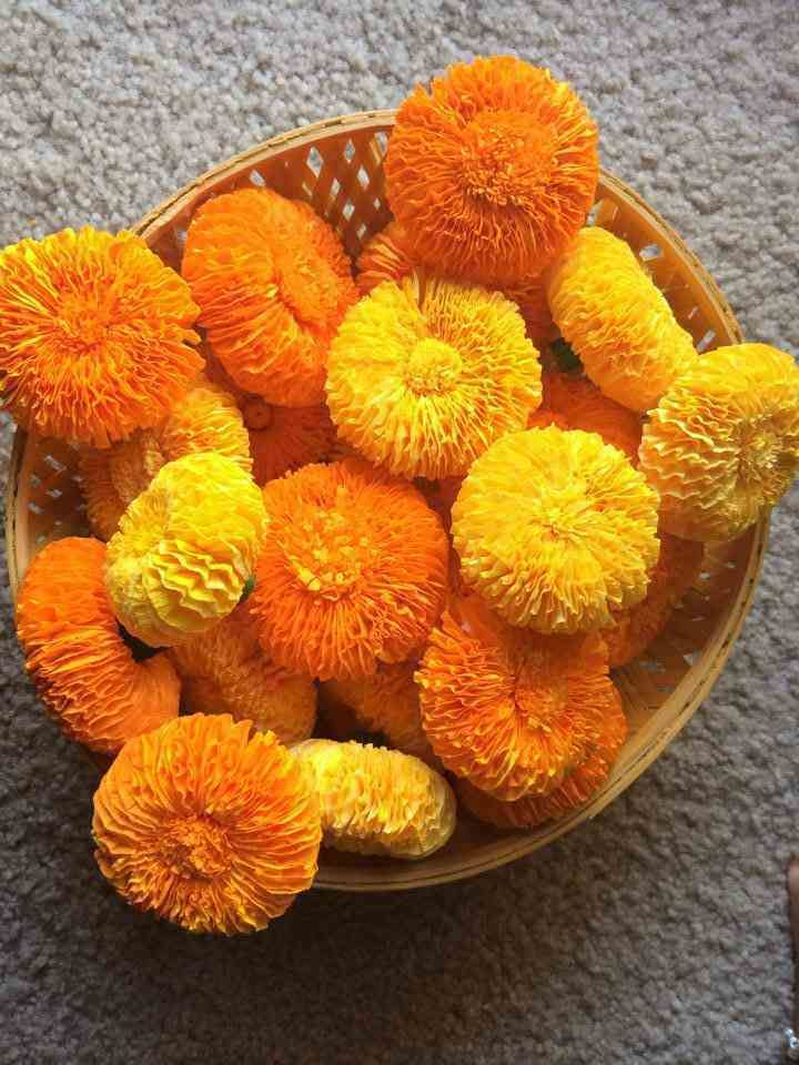 Marigold flower with crepe paper | Party ideas | Crepe ...