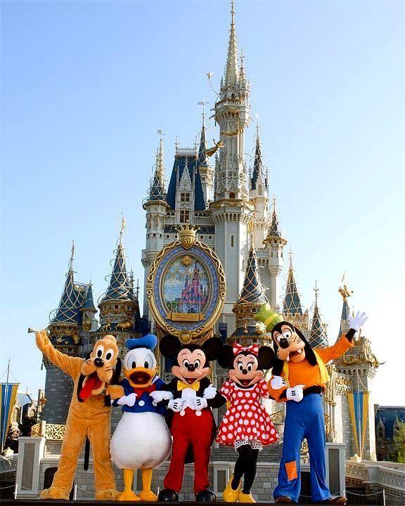 """Диснейленд-это парк развлечений в городе Анахайме. Окунитесь в атмосферу сказки или мультфильма и почувствуйте себя маленьким ребенком. Создайте незабываемый семейный отдых  в этом сказочном парке вместе с компанией """"Интертранстур"""" Тел: 8(495)737-77-31/32 #Диснейленд#Америка#disney#disneyland#park#интертранстур#сказка#мультфильм#детсво#Анахайм#США#Калифорния#Москва#парквкалифорнии#туризм#турист#отдых#поездка#заграница by intertranstour1"""