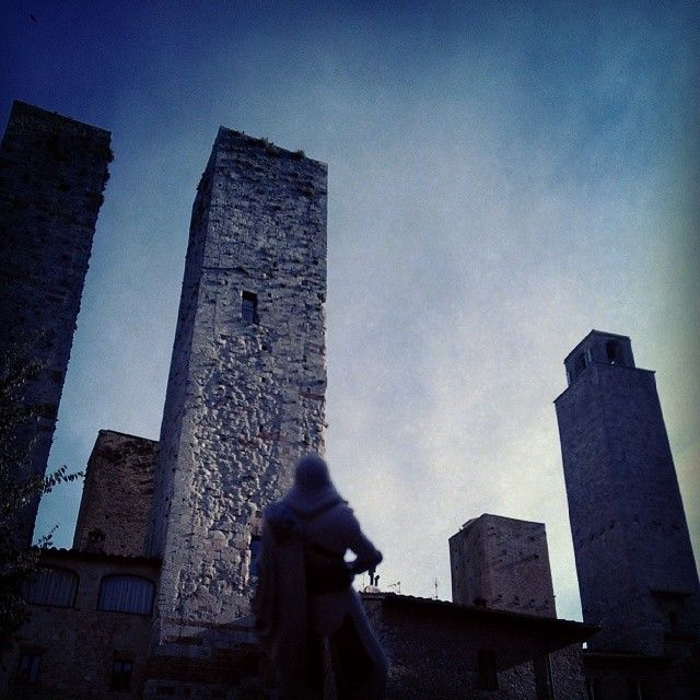 LOL dat crazy dude who barricaded himself on top of these towers shouting nonsense and gospel #SanGimignano #Italy #SneakUpOnTheArchers #SoManyTowers #SoreArmsThatDay #HardClimb