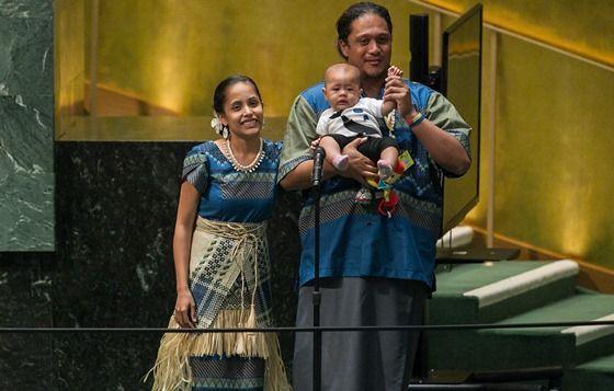 Líderes mundiais aplaudem de pé poetisa das Ilhas Marshall na Cúpula do Clima