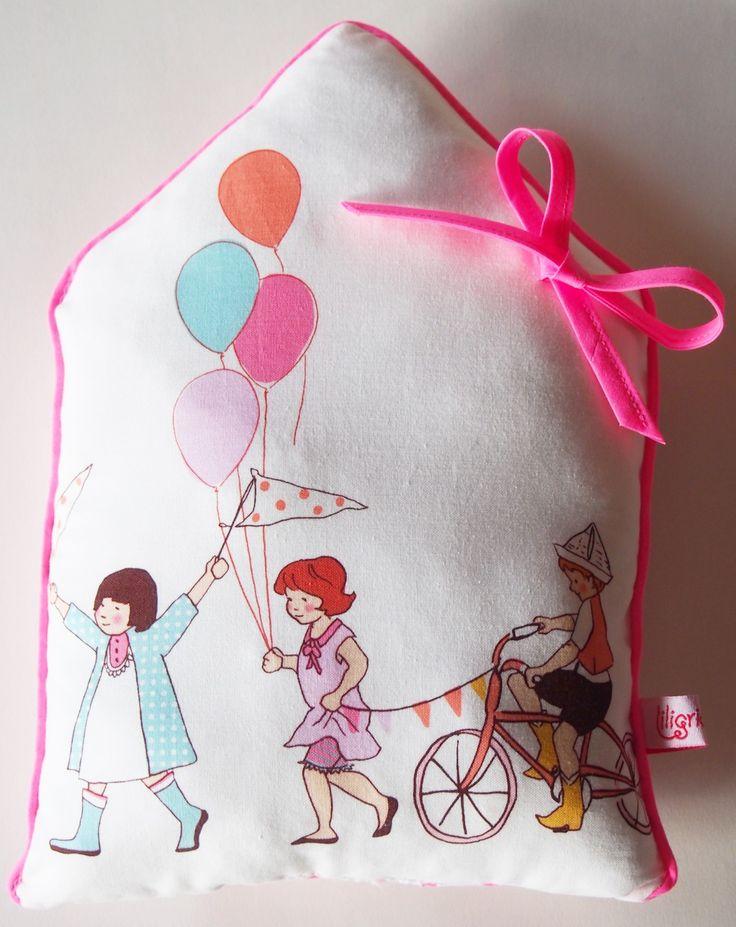 Coussin Déco Maison Parade Fluo : Linge de lit enfants par liligriottine