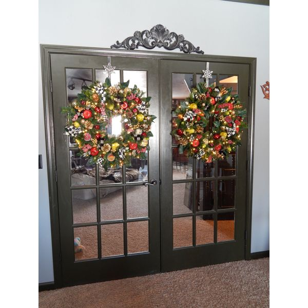 "PRODUCTS :: LIVING AND DESIGN :: Accessories and Decorations :: Others decorations :: MacKenzie Inspired New York Plaza Wreath with Genuine M.C. Ribbons, 30"" Cordless Pre -Lit 70 LED clear light each with Timer Option"