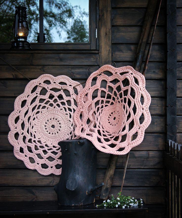 #virkkaus #handwork #virkattumatto #crochet #crochetrug #koukkujapuikko #hookandneedle