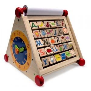 Dit speelgoed is zeer leerzaam, goed voor de motoriek, hand- en oogcoördinatie en creativiteit van uw kind. Het activiteitencentrum heeft een grootte van 42 x 45 x 39 cm.