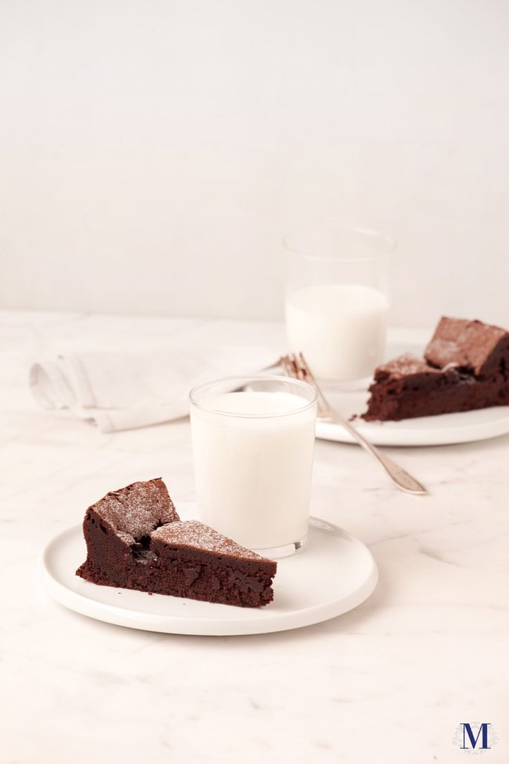 A luxurious and gluten-free treat, Lady M®'s Flourless Chocolate Cake features a sunken top lightly dusted with powdered sugar. Moist with a fine crumb interior and rich on the chocolate, this one is perfect at room temperature but heavenly when served warm.