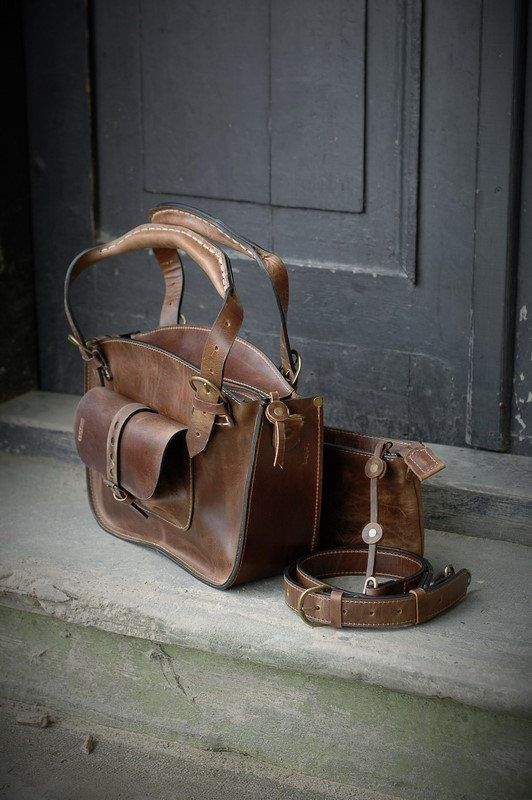 sac à bandoulière fait à la main à la main en cuir par ladybuq