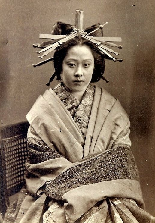 Oiran. The highest order of prostitutes. NOT a geisha. The hair ornaments denote her status.