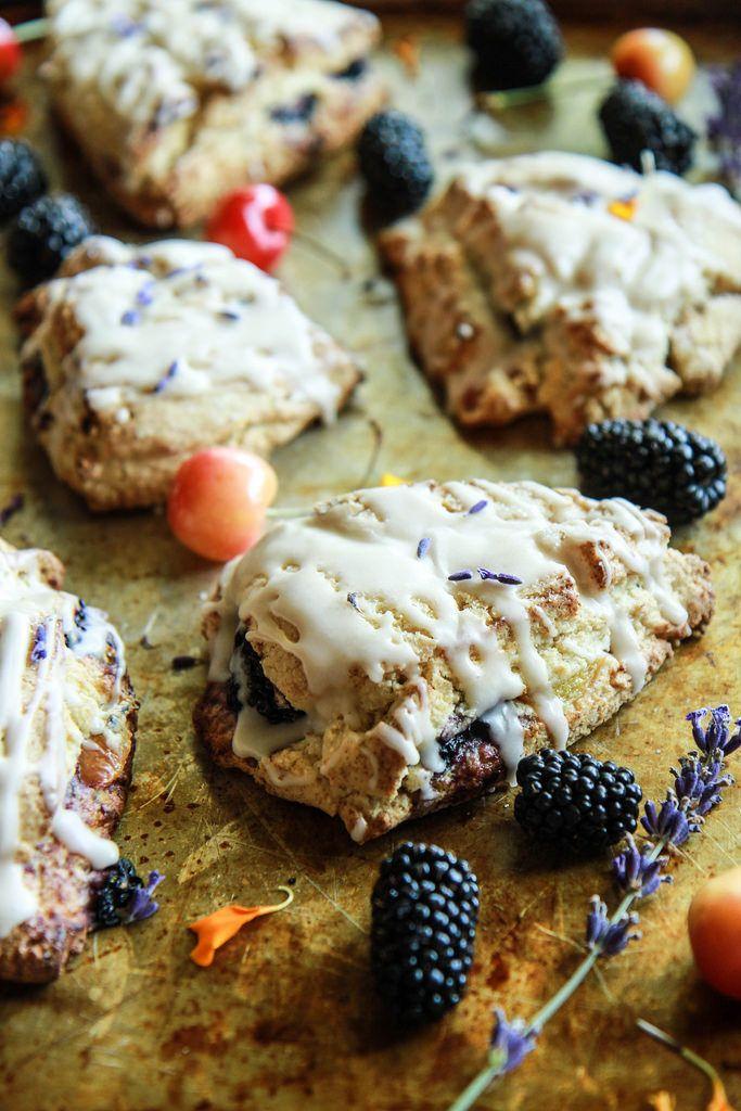 Blackberry Cherry Lavendel Scones (glutenfrei und vegan) von HeatherChristo.com