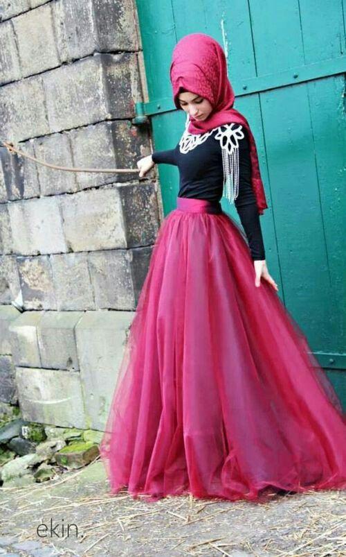 Hijabista | Hashtag Hijab# Muslimah fashion inspiration --> The skirt reminds me of a princess dress!