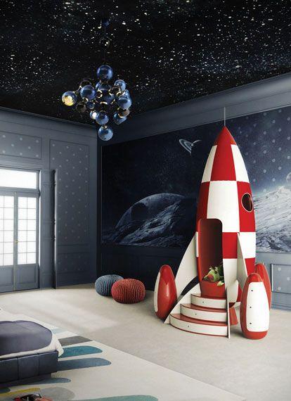 ¡De aquí a la luna! Ya podemos gritar esa frase tan célebre con este cohete decorativo y perfecto para llevarlo a cualquier cuarto infantil en Circus.net. #Deco #Kids