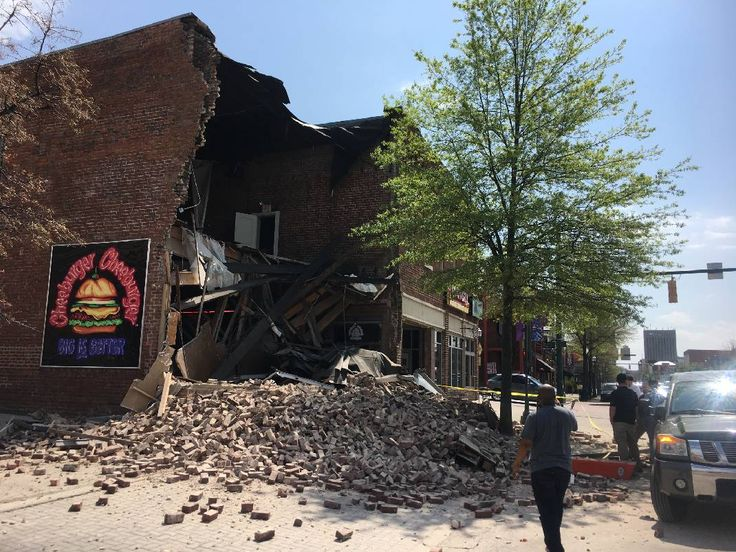 Emergency responders don't believe anyone was hurt when Cheeburger Cheeburger restaurant collapsed this afternoon, spilling rubble onto Market Street in downtown Chattanooga.