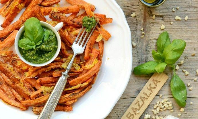 Pečená mrkev s parmezánem a bazalkovým pestem