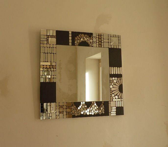 miroir carré : ardoise et mosaïque de miroir. glace centrale de 30 cm entourée d'une mosaïque réalisée avec des morceaux de miroirs : Décorations murales par gniak-gniak-boutik