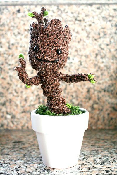 Free Crochet Groot Pattern: I Love Groot! Free Pattern: http://www.allfreecrochet.com/Crochet-Amigurumi-Patterns/Free-Crochet-Groot-Pattern