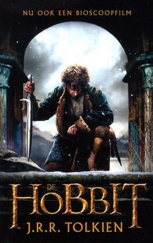 Hobbit Bilbo Balings wordt door tovenaar Gandalf uitgezonden om een groep dwergen te leiden bij hun speurtocht naar de draak Smaug, die de schatten van het dwergenvolk heeft geroofd. Vanaf ca. 13 jaar.