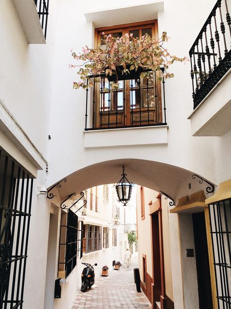 24 Hour City Guide :: Old Town Marbella, Spain