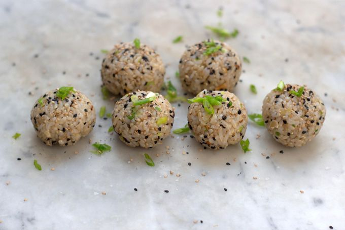 Sesame almond brown rice balls for a portable dinner via 101 Cookbooks: Fun Recipes, Brown Rice, Rice Balls, Almonds, Food, Sesame Almond