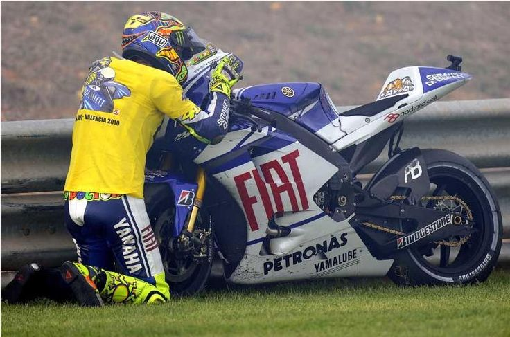"- Valentino #Rossi ""The Doctor"" - http://www.yamaha-community.fr/valentino-rossi"