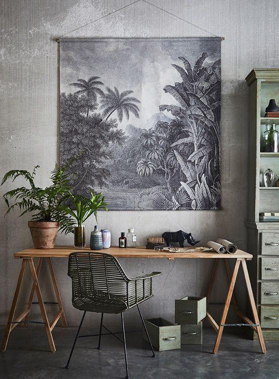 Welcome To The Jungle – Wandkarte Dschungel von HK Living lädt Sie zum   Träumen von fernen Ländern, tropischem Klima und seltenen Pflanzen ein. Mit Bananenstauden und Palmen bestückt, kommt der Urwald direkt zu Ihnen nach Hause und lässt sich in Form von einer riesigen Wandkarte im   Wohnbereich, Esszimmer, Flur oder dem Schlafzimmer platzieren.