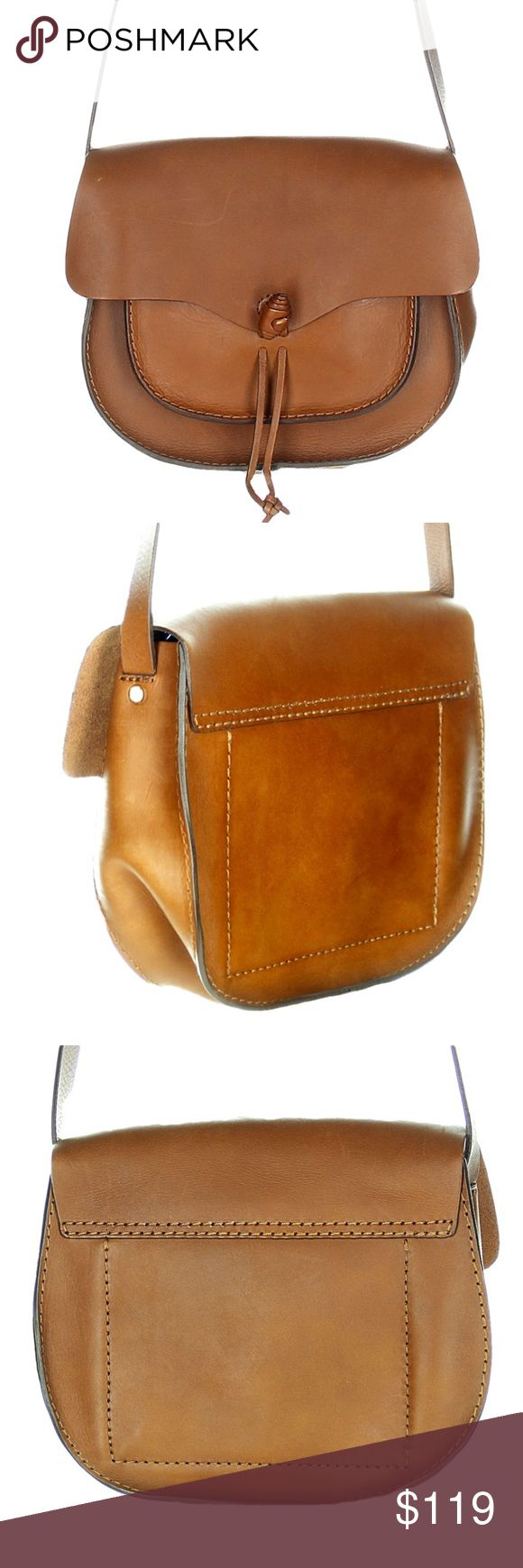 """Madewell Savannah Saddlebag Crossbody Handbag Madewell The Savannah Saddle Bag  •Metal toggle closure with flap. •Interior pocket. •21 5/8"""" shoulder strap. •9 1/16""""H x 10 5/8""""W x 3 3/8""""D. •Import.  •Please note: As it is made of a natural material, each bag varies slightly in texture and color.  Marks in the finish from being on display.  Note: There is a mark through the Madewell label to prevent in store returns.    We are not affiliated with or endorsed by Madewell.  Pictures of the…"""