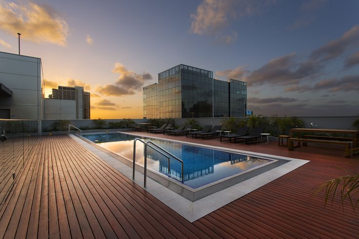 Roof-top Heated Outdoor Lap Pool | Wyndham Hotel Melbourne