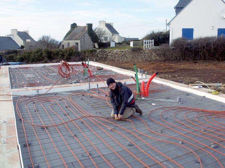 Martin Oehlmann ist einer der Strohbaupioniere Europas. Er hat in der Bretagne ein Strohhaus mit zwei Ferienwohnungen errichtet. Der Bau in I-Träger-Konstruktion entstand unter tatkräftiger Mithilfe von rund 20 freiwilligen Helfern. Die Lage am Meer in der Bretagne, die Wanderwege entlang der Küste und die Granitsteine machen einen Aufenthalt in diesem Strohballenhaus zum Erlebnis. Info …