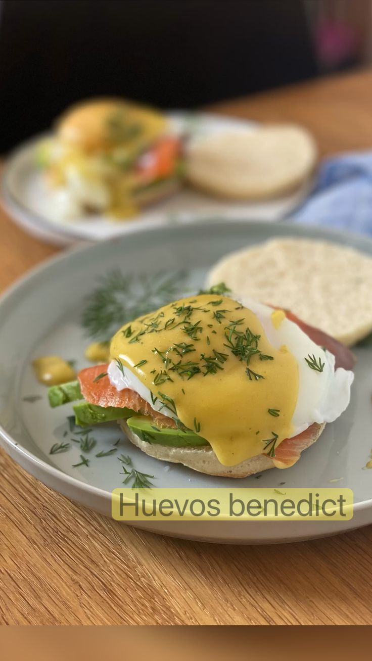 Eggs Florentine, Poached Eggs, Boiled Eggs, Breakfast Casserole, Tortillas, Muffin, Food And Drink, Keto, Healthy Recipes