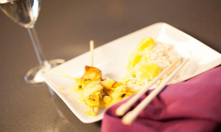 Alpro - Kippensatés met curry en ananas  - Een pittig currygerecht met ananas en rijst