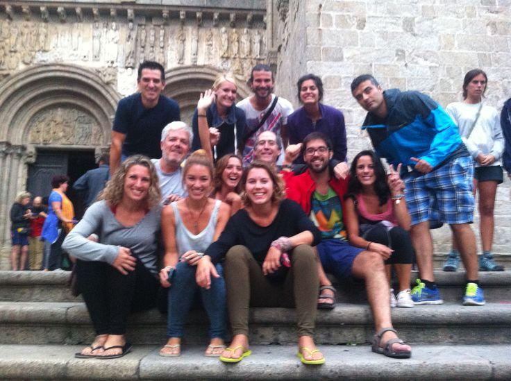 En las escaleras de la catedral, por la puerta del costado.  estamos parte de los amigos...experiencias inolvidables