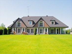Nice house in Poland, Konstancin Jeziorna. Price: 8 900 000 PLN ($2820000)