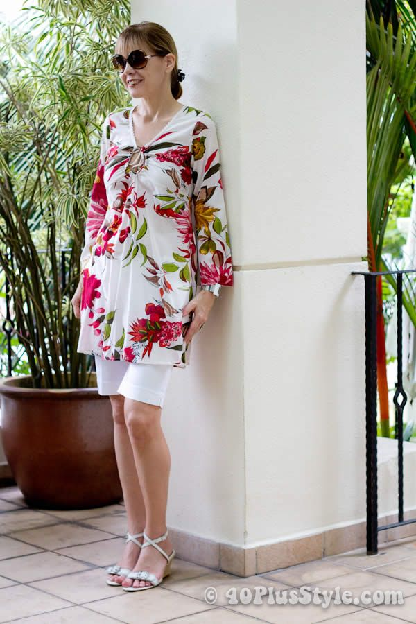 spring fashion 2014 for women over 40 | Beach holiday outfits: tight bermuda and flower dress