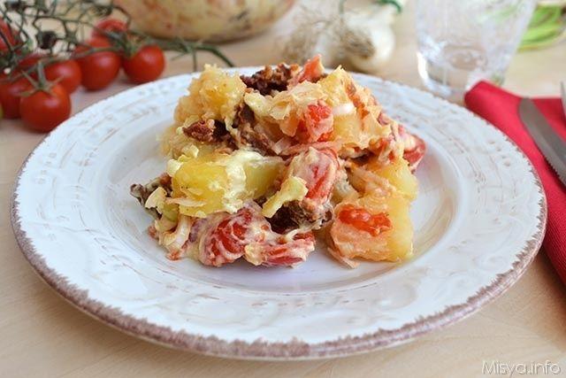 Ho mangiato quest'insalata di patate durante il mio soggiorno in Liguria, la preparò una sera mia zia che fonde cucina napoletana/italiana/ligure con quella svedese. Lei dice che nei