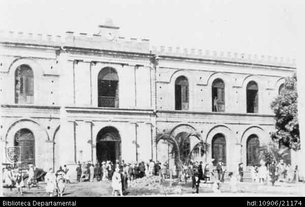 ◦Cuartel del Batallón Pichincha, construido por el General Lucio Velasco Borrero. Cali, c. 1930. Biblioteca Departamental Jorge Garces Borrero y STELLA GAMBOA