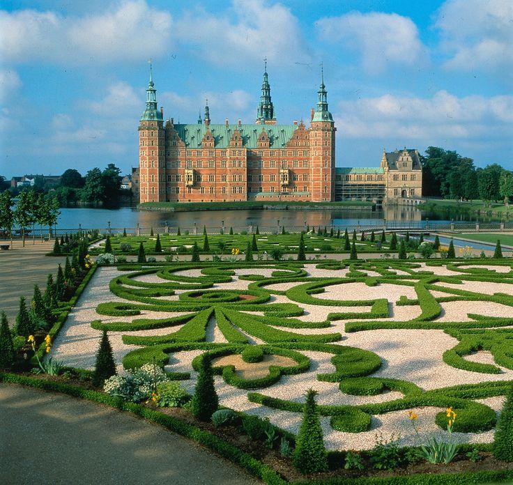 Frederiksborg Slot og Barokhave  (Frederiksborg Castle and Baroque Garden), Denmark