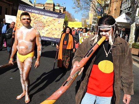On 26 May every year, ceremonies, marches and presentations are held to commemorate Sorry Day, the day on which Australians express regret for the historical mistreatment of Aboriginal people.