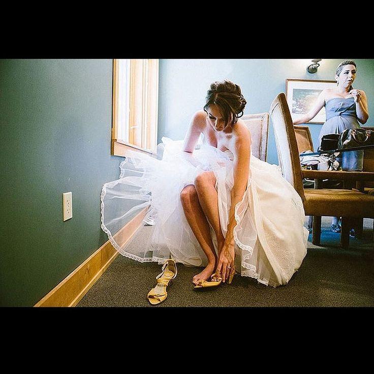 #wcw post goes to our stunning bride Tara! I LOVE this shot of her getting ready! #cantforgettheheals #bridegettingready #bridebeautyatitsfinest   Photo: @irishgrzanichphotography   Venue: @vistahillsvineyard  . . . . .  #oregonweddings #portlandwedding #ypb #weddingcoordinator #weddingplanner #oregonweddingplanner #yourperfectbridesmaid #pdxwedding #oregonwedding #portlandweddingphotographer #portlandweddingphotography #thisweeksfeaturedwedding #oregonbride