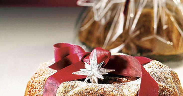 Taatelikakku on joulunajan klassikko! Yllätä ystäväsi paketoimalla tämä kahvilla maustettu taatelikakku sellofaaniin ja nauti toinen kakku itse glögin kanssa.